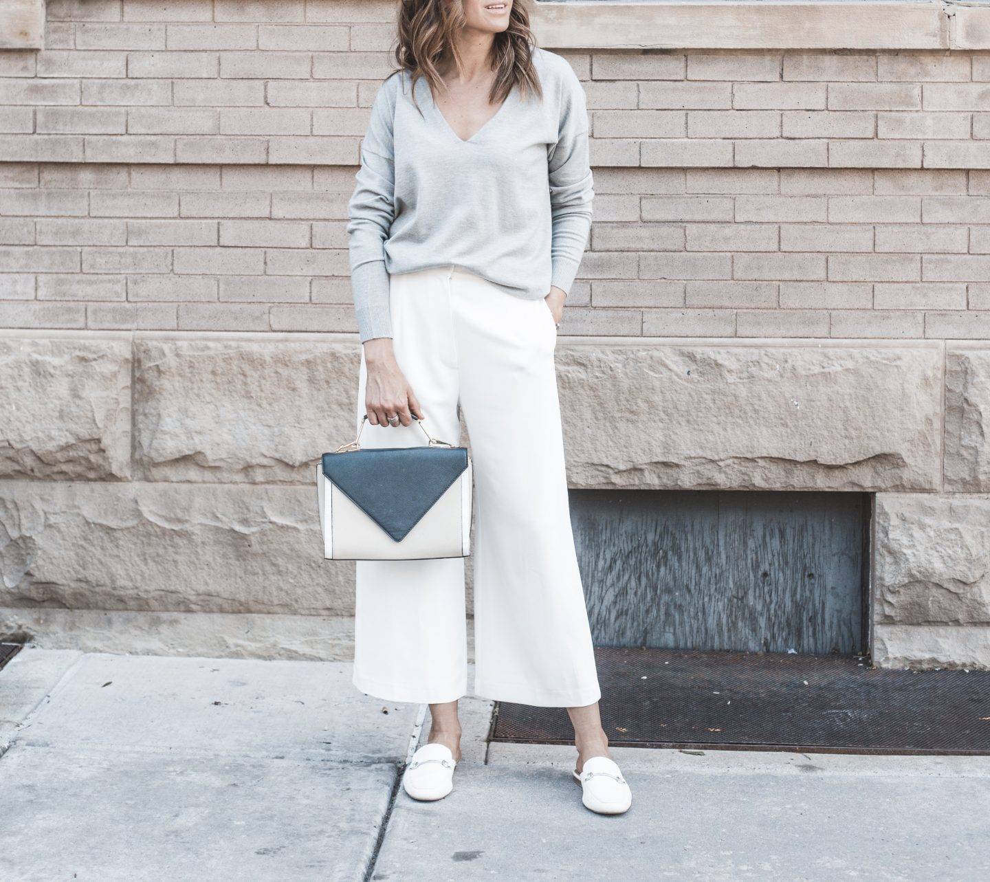 gray-sweater-white-pants